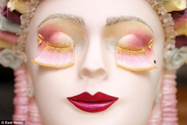 Торт в виде лица Марии-Антуанетты